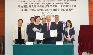 Signature of the cooperation agreement between UIL and Shanghai Open University in Shanghai, People's Republic of China