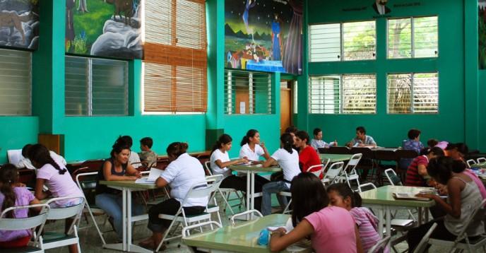 Bibliobús Bertolt Brecht and the German-Nicaraguan Library (Nicaragua)