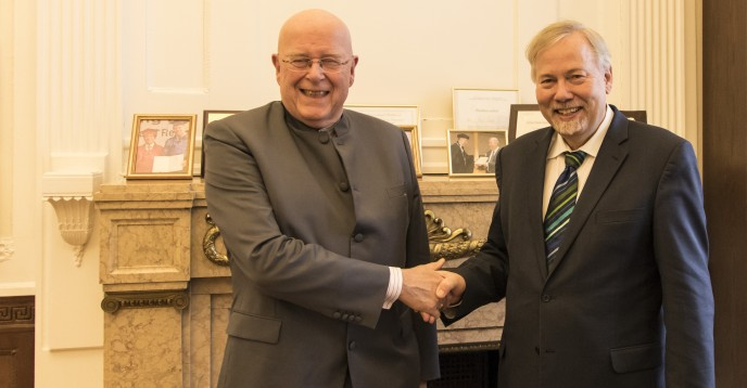 Strengthening partnerships: Universität Hamburg President visits UIL